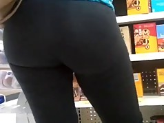 Milf bubble ass in leggings
