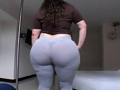 Amateur Fat Booty Latin MILF In Tight Leggings
