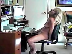 Hillary jilling at the computer