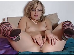 Younger loud Dawn squirts on cam