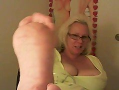 Milf enjoys her feet getting fucked