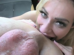 Tasty asslicking and rimming in a car