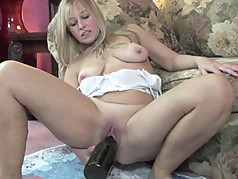 Curvy MILF Liisa uses a huge bottle on her mature pussy