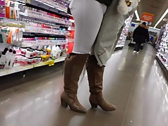 CANDID SNOW BUNNY IN WHITE PANTS AND BOOTS PAWG