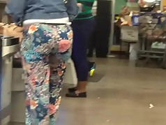 Phat jiggly booty in floral print pants