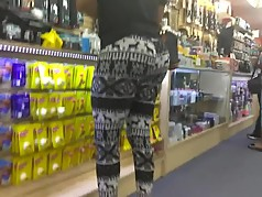 Bubble butt in deer print leggings part 2